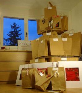 Une grande pile de cadeaux insolites à l'atelier Repatchit