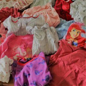Vêtements de petite enfance, pleines de souvenirs