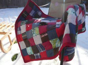 Un patchwork personnalisé créé pour une jeune femme avec ses propres vêtements