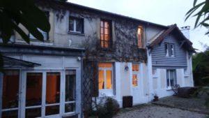 L'atelier de Repatchit, situé dans une maison ancienne dans la petite ville française de Saint Leu La Forêt