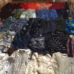 La sélection de vêtements de leur père décédé, à utiliser pour des plaids commémoratifs