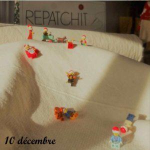 10 décembre, un rouleau de rembourrage sert comme piste de ski pour les lutins