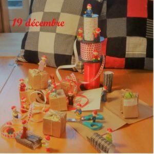 19 décembre, les lutins Lego emballent des cadeaux