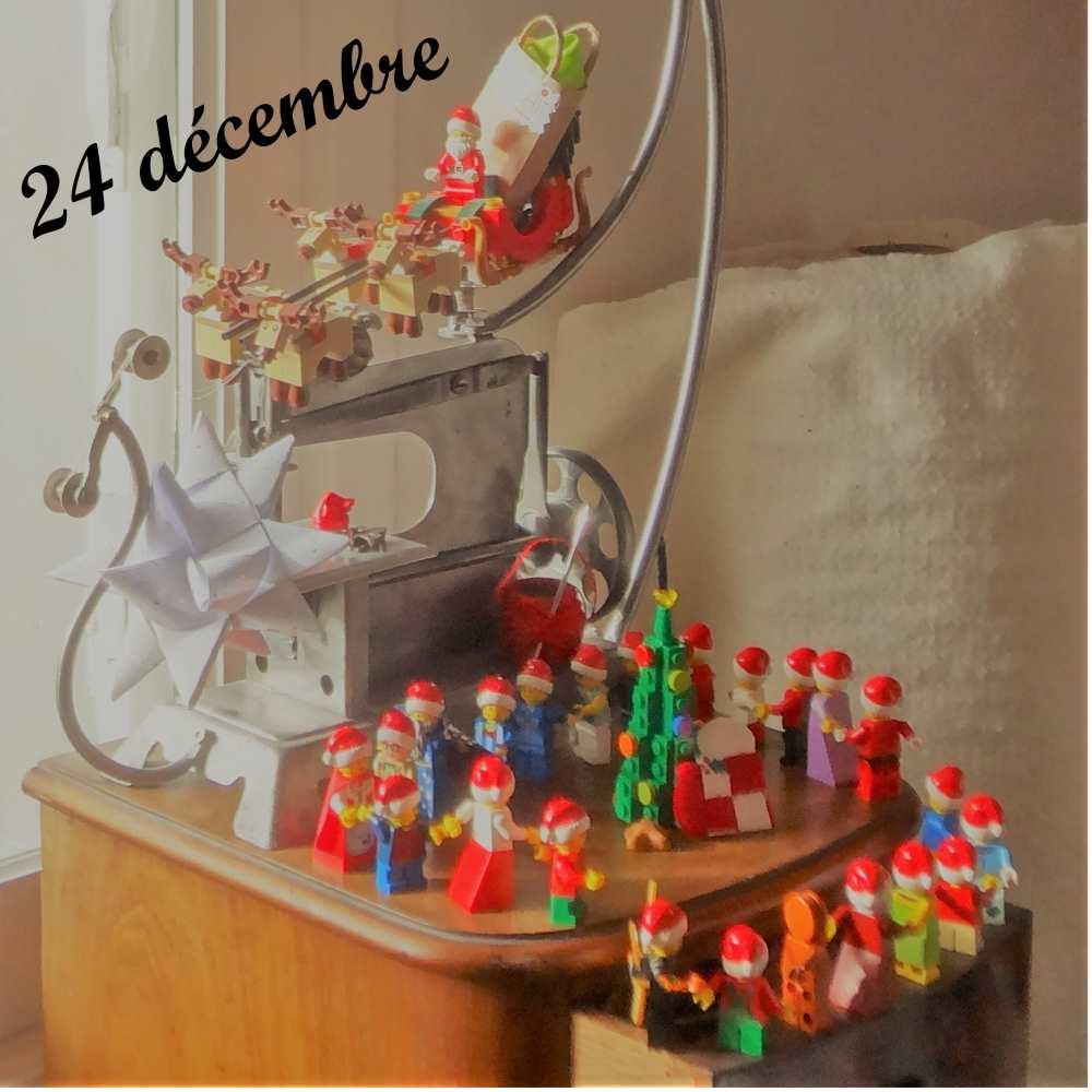 24 décembre, le père Noël arrive sur un traineau et les lutins dansent au tour du sapin