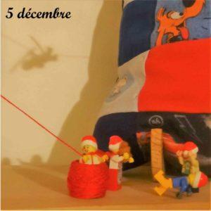 5 décembre, Journée internationale des Ninjas 'on ne voit qe l'ombre du lutin Lego qui est arrive)