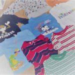 Sélection de vêtements d'un garçon, pour une couverture personnalisée