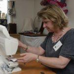 La couture de patchwork à l'atelier Repatchit, de façon artisanale. Photo : twelve-photography.fr