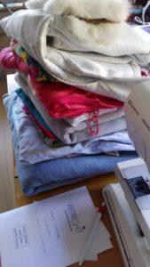 La sélection de vêtements que les jeunes grand-parents souhaitaient utiliser pour la couverture