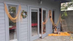 Chalet avec décorations Halloween