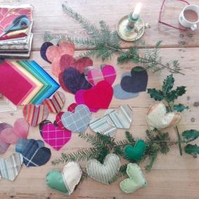 Atelier de création de coeurs en tissus recyclés