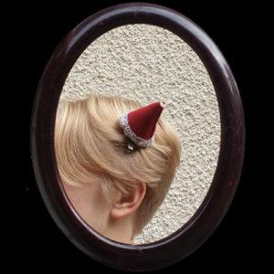 Mini-bonnet de lutin sur barrette