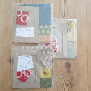 Les couleurs du kit pour la carte de vœux varient