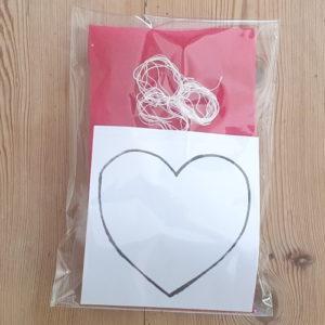 Kit pour créer un déco à suspendre - cœur rouge avec rembourrage